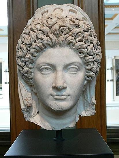 Julia Titi, Tochter des Titus